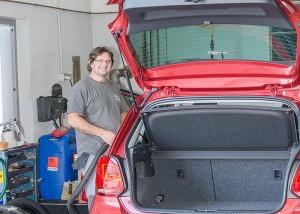 Philippe ALPACCA qui prend soin de la propreté de votre véhicule